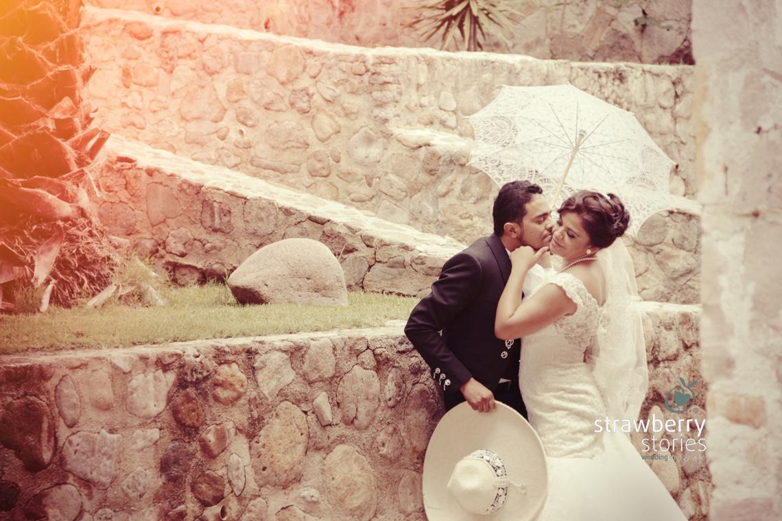hermosa-boda-charra-beso